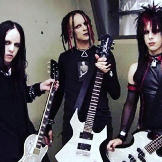 Joey, Tripp, and Eric on the video shoot 2002 #murderdolls #trippeisen #joeyjord...